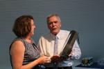 Ulrich Hartmann, kommissarischer Präsident des ZDRK, übergab ein kleines Geschenk als Mitbringsel